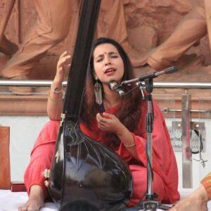 Avanti-Patel-Indian-Idol-Tanpura