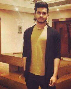 Kunal_Pandit_Appearance