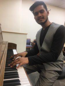 Kunal_Pandit_Playing_Piano